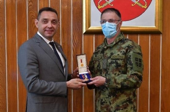Сербским военным вручили медали в честь 20-й годовщины защиты страны от агрессии НАТО