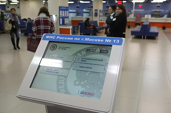 Сенаторы предлагают распространить налог для самозанятых на иностранцев в России