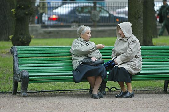 Бокерия призвал разрешить пожилым людям прогулки на свежем воздухе