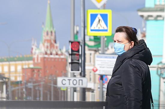 Эпидемиологическая опасность из-за COVID-19 в России сохраняется, заявили в Кремле