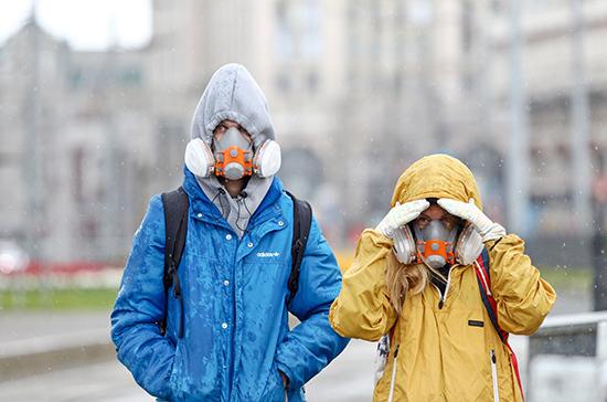 Власти Москвы рассказали, кому по-прежнему запрещено выходить на улицу
