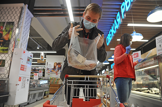 Власти Красноярского края запретили обслуживать покупателей без масок