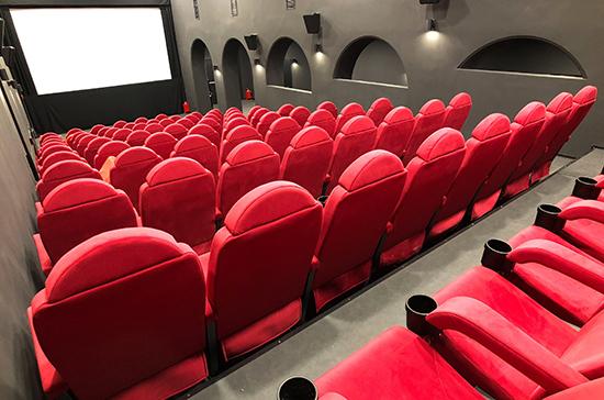 Зрителям в кинотеатрах рекомендовали быть в масках