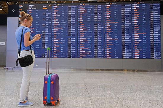 Сенатор призвал россиян воздержаться от поездок за границу в ближайшее время из-за COVID-19