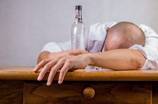 Пьющих родителей предлагают отправлять на принудительное лечение