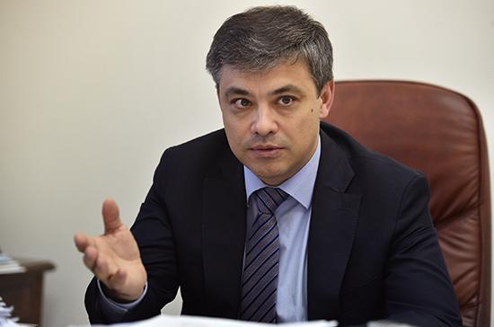 Морозов призвал разработать подробные методические рекомендации по выплатам медикам