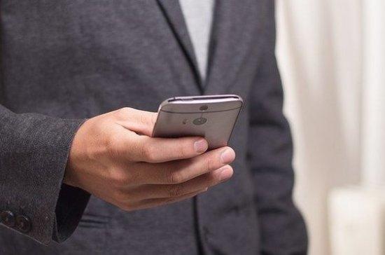 Эксперт рассказал, безопасно ли в условиях пандемии пользоваться телефоном