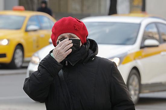 Вирусолог объяснил, почему защитную маску нельзя заменить шарфом