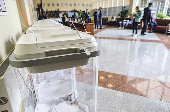 При голосовании по Конституции рекомендуется ненадолго снять маску, показав паспорт