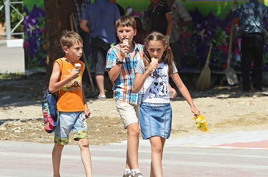 Котяков: за один день единовременные выплаты получили 15 млн детей от 3 до 16 лет