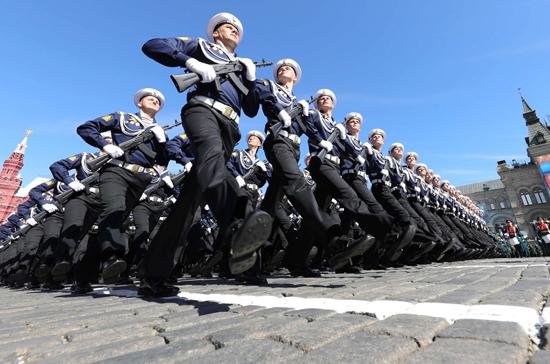 Участники Парада Победы будут тренироваться в масках