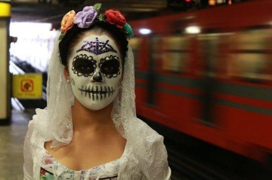 В метро Мехико рекомендовали пассажирам молчать для профилактики коронавируса