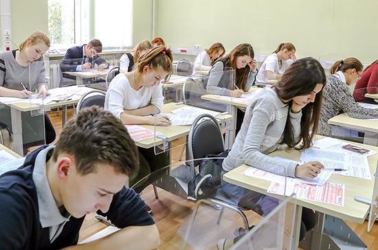 Во время сдачи ЕГЭ школьников могут разделить стеклянными перегородками