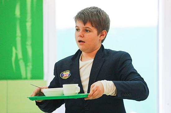 Петербургских школьников накормят бесплатными завтраками