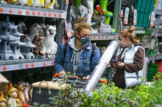 СМИ: более половины ретейлеров планируют закрывать магазины в России