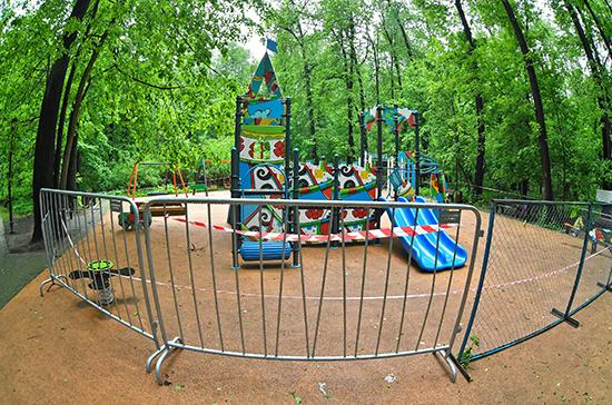 Псковская полиция будет без предупреждения штрафовать родителей за детей на игровых площадках