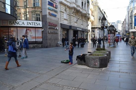 В Сербии сняли ограничения на массовые собрания на открытом воздухе
