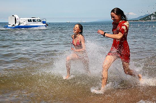 Туристы смогут поехать за границу не раньше конца августа