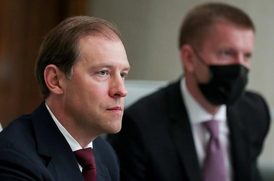 Мантуров: с начала марта выпуск медицинских масок в России увеличился в пять раз