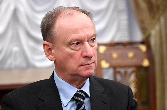 Запад попытается расколоть общество в России перед голосованием по Конституции, считает Патрушев