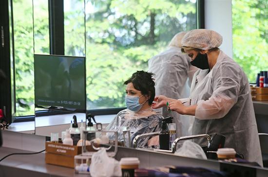 В Петербурге с 15 июня планируют открыть парикмахерские