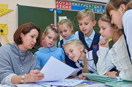 Минпросвещения заявило о готовности обсудить закрепление в законе статуса педагога