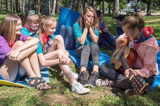 Путин поручил создать условия для летнего детского отдыха