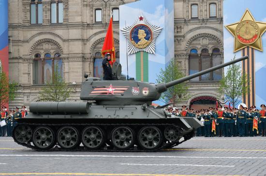 В день Парада по Красной площади пройдут около 30 танков Т-34