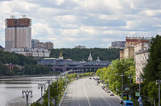 Москвичам рекомендовали оставаться дома на ближайшие праздники