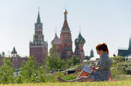 Москвичей предупредили о сильном ветре в выходные