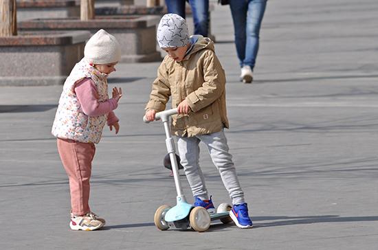 Роспотребнадзор: детям до 7 лет необязательно носить маску
