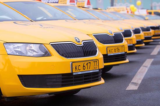 Кабмин автоматически продлил на год разрешения на работу такси
