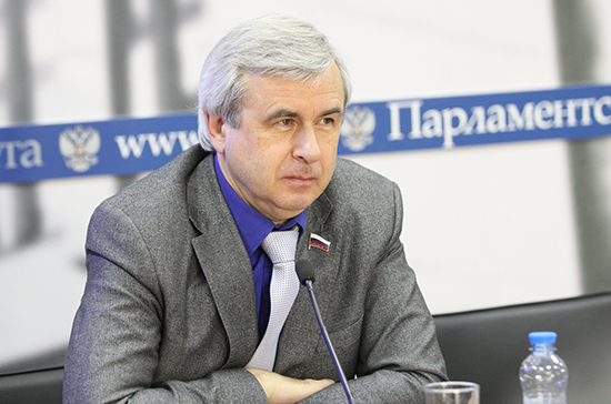 Лысаков поддержал автоматическое продление на год разрешений на работу в такси