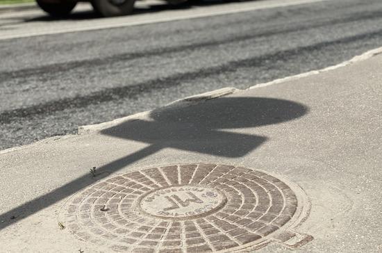 Кутепов предлагает ввести уголовную ответственность за кражу канализационных люков