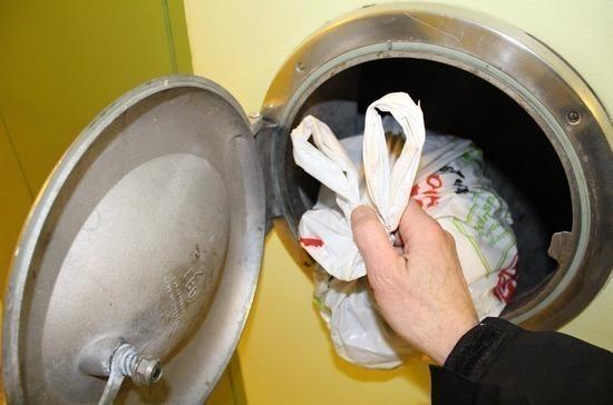 В жилых домах предложили законсервировать мусоропроводы, пишут СМИ