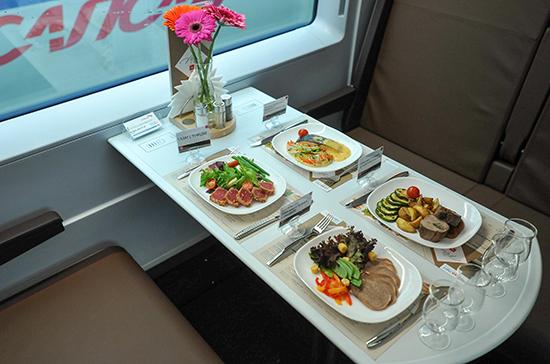 В поездах дальнего следования открылись вагоны-рестораны