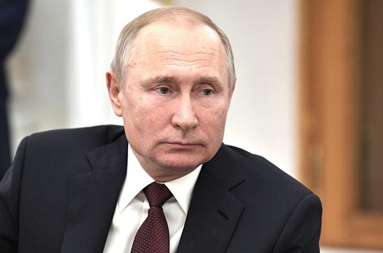 Путин показал секретное помещение в своем кабинете