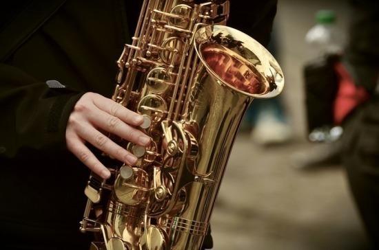 Проведение концертов на открытых площадках могут разрешить в июле