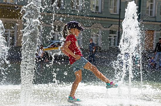 Врач рассказала, как уберечь детей от перегрева во время жары
