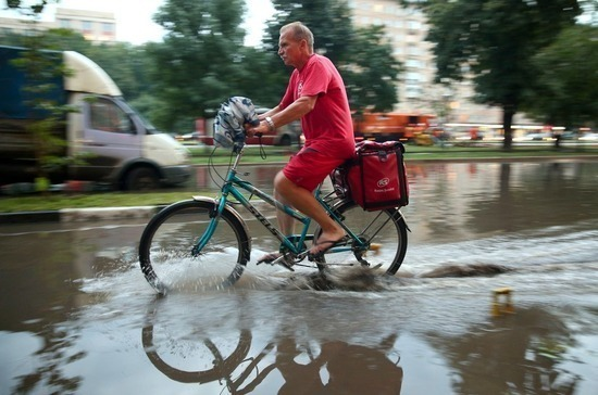В Москве из-за ливня затопило дороги