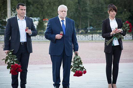 Сергей Миронов возложил цветы к памятнику Подольским курсантам