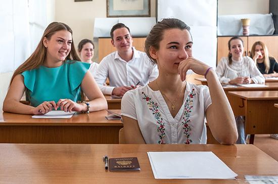 В Минобрнауки объяснили, почему так много выпускников решили сдавать ЕГЭ