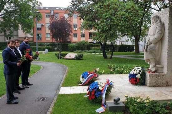 В Белграде в День памяти и скорби возложили цветы к памятнику советским солдатам