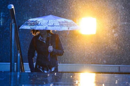 Синоптики предупредили жителей Подмосковья о сильных ливнях