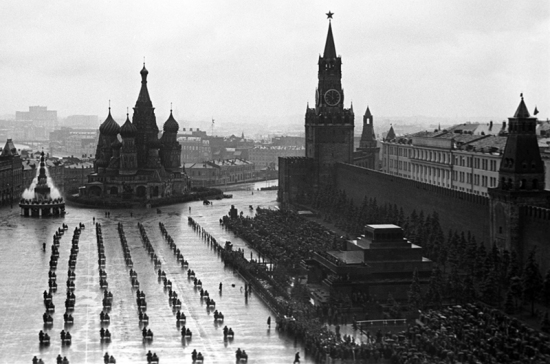 Как прошёл первый Парад Победы