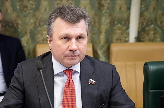 Сенатор Васильев назвал Парад Победы главным символом стойкости и мужества Советского народа