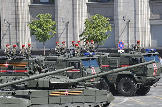 Президент России поздравил военных и гостей Парада Победы