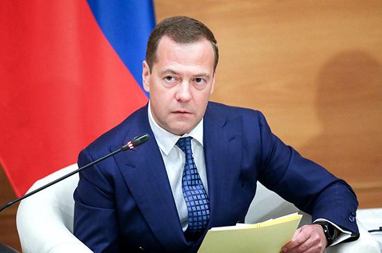 Медведев:  поправки в Конституцию развивают принцип разделения властей