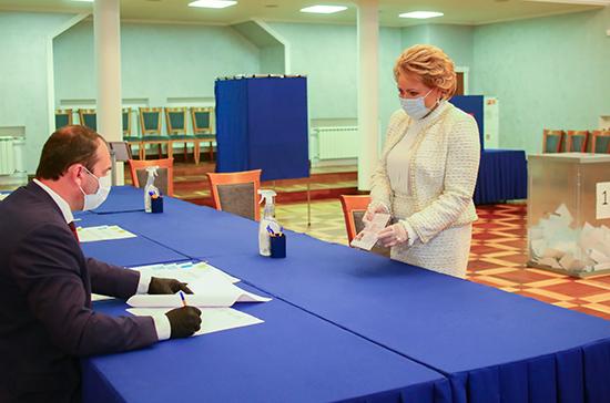 Валентина Матвиенко проголосовала в Петербурге за конституционные поправки
