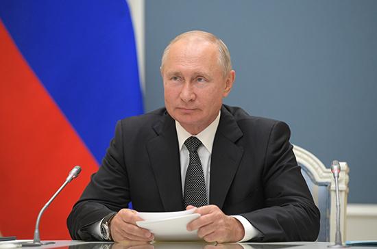 Путин поблагодарил военных врачей за мужество в борьбе с коронавирусом